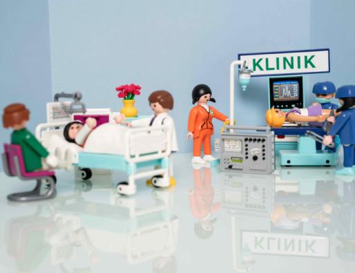 Playmobilmännchen im Krankenhaus
